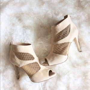⭐️JUST IN⭐️Gianni Bini Suede Lace Nude Booties